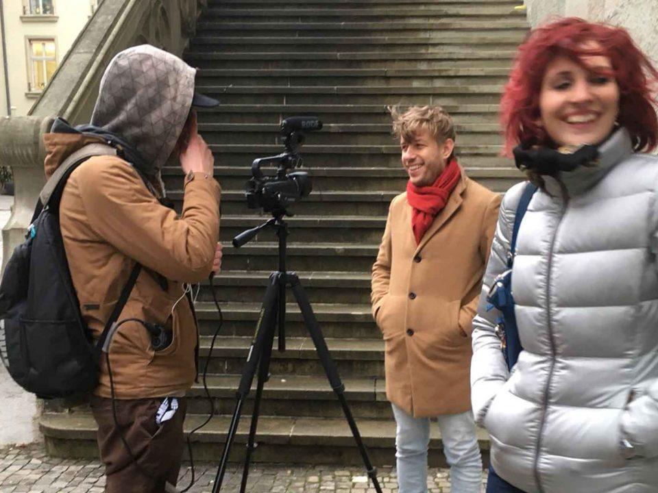 Videodreh Grossrat Michel Rudin Grossratskandidatin Barbara Stucki Fabio Huwyler huwy vor dem Rathaus